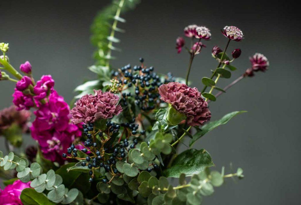 Hohdosta saat myös kukkia myös yritysten tarpeisiin.